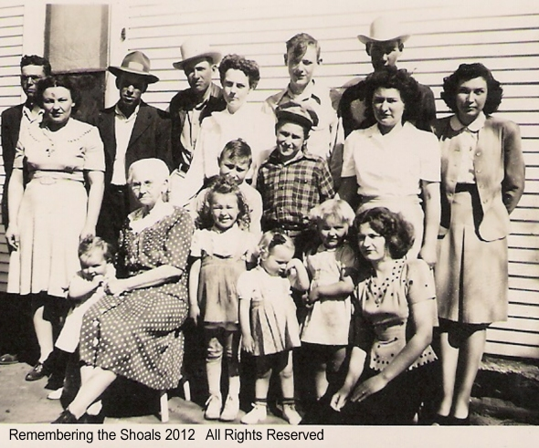A photo of Lelia Florence Jeffries Murray, some of her children and grandchildren in McClain County, Oklahoma