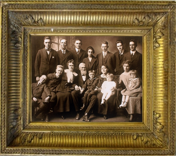 photo of the Goodloe family reunion in 1917